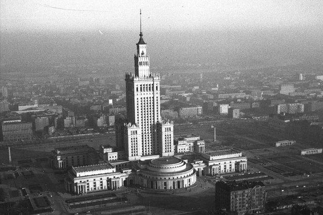 Pałac Kultury i Nauki im. Józefa Stalina. Dar narodu radzieckiego dla narodu polskiego.