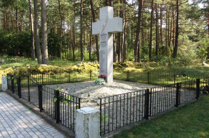 Pomnik w Koniuchach