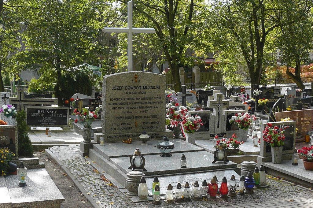 Grobowiec rodziny Dowbor-Muśnickich w Lusowie