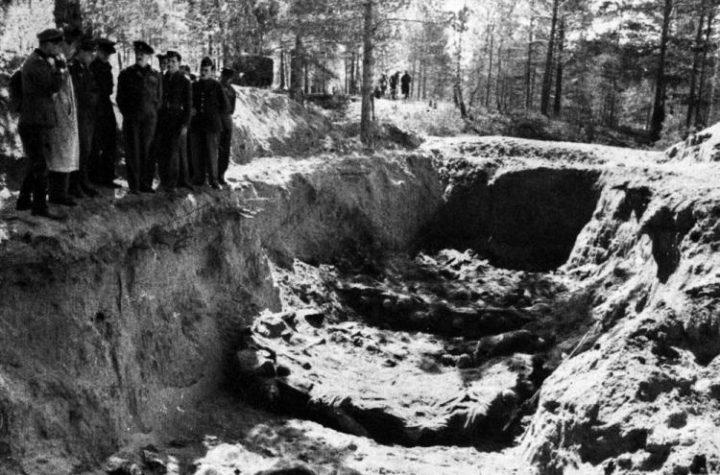 Ekshumacja zwłok polskich oficerów zamordowanych w 1940 r. w Katyniu. 1943 r. Fot. PAP/CAF/Archiwum