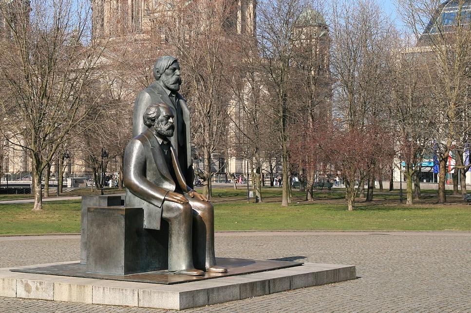 Pomnik Marksa i Engelsa w Berlinia /foto Wikipedia